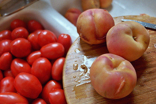 peaches and tomatoes ready for peeling